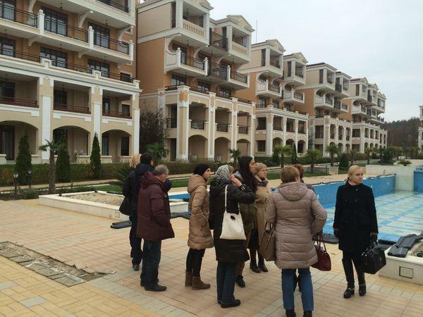 Участники тура Премиум Проперти на осмотре комплекса апартаментов