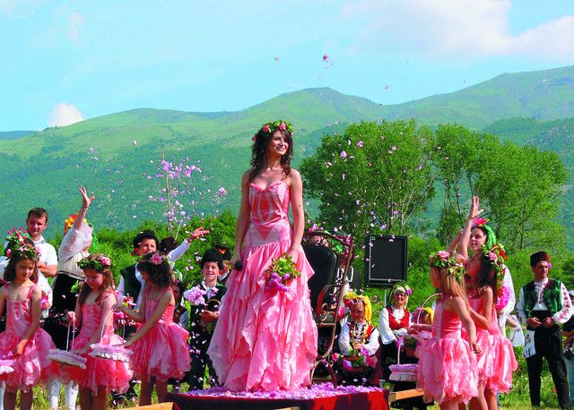 Фестиваль роз в Болгарии. Фото: shutterstock.com